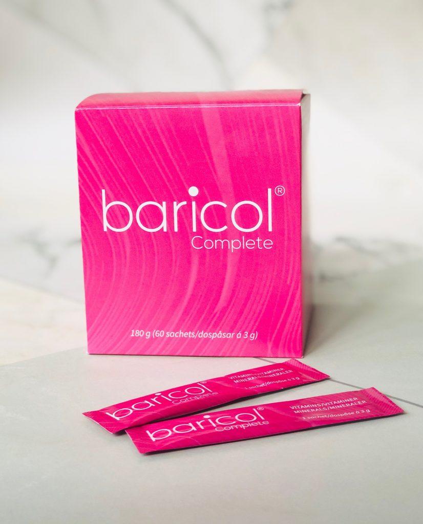 Baricol complete vitaminer i rosa ask mot marmor bakgrund